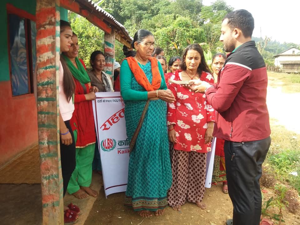 कालिका लघुबित्तले दियो सदस्यहरुलाई बीमा तथा राहत सुविधा वापतको नगद भुक्तानी